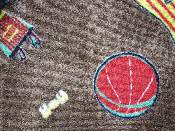שטיח מקיר לקיר דגם כדורסל אפור